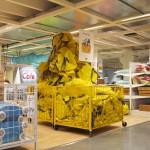 IKEAにカモフラージュ人間現る!
